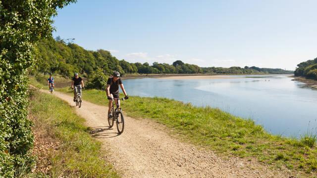 Vélo au bord du Goyen - Crédit Christophe Thomas
