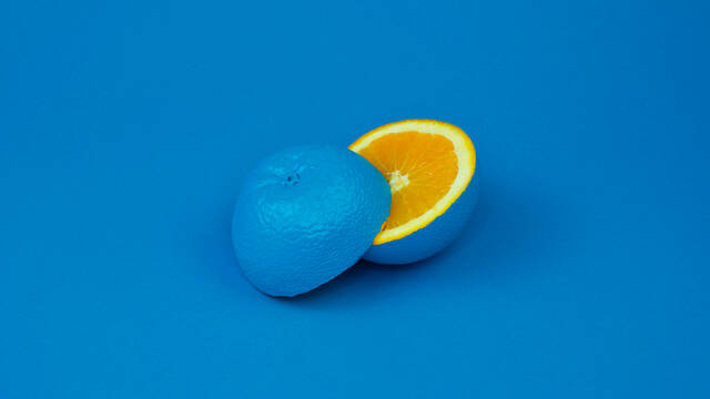 Blue orange  © Cody davis - Unsplash