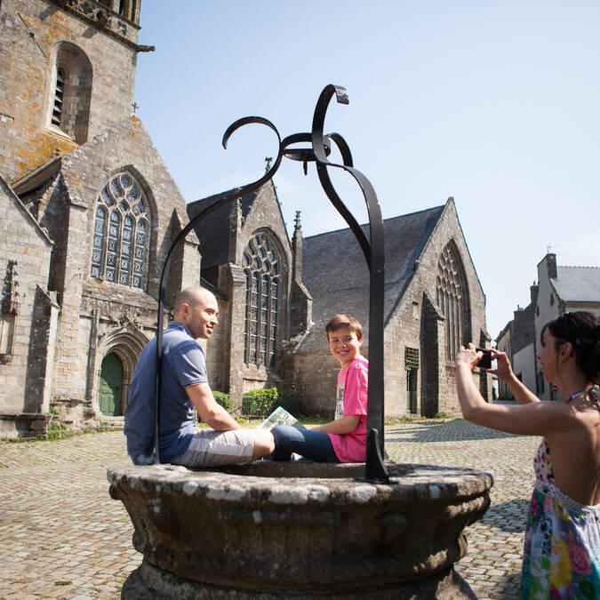 La Place de l'église - Pont-Croix © Guillaume Prié - CRTB